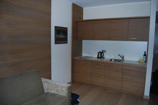 Napura Art & Design Hotel:                   il salottino con angolo cottura
