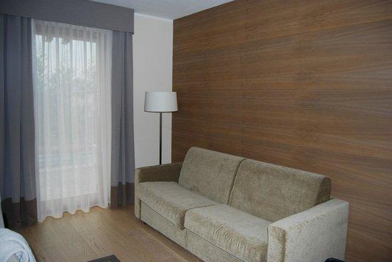 Napura Art & Design Hotel:                   il salottino con divano letto