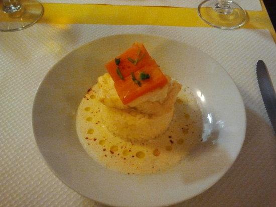 Le Chat Gourmand: Pavé de morue et son écume d'estragon et perles d'huile d'olive.