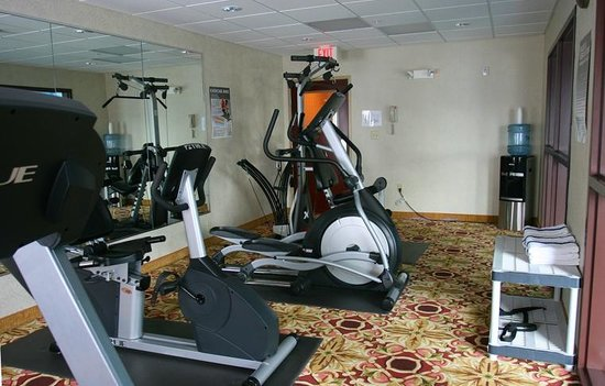 Comfort Inn And Suites: Fitness room with top of the line work out equipment.