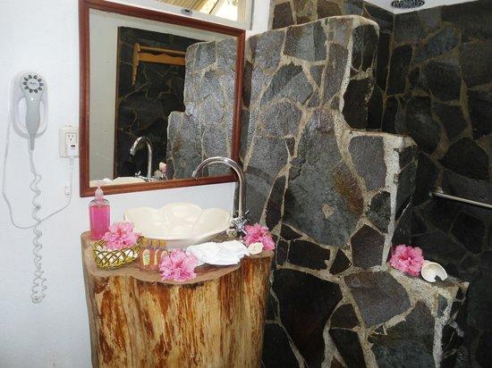 Casa Batsu:                   Pretty Bathroom