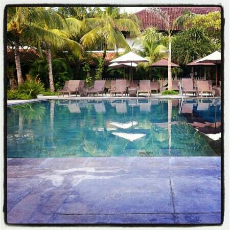 Hotel Santika Premiere Beach Resort Bali:                                                       the pool