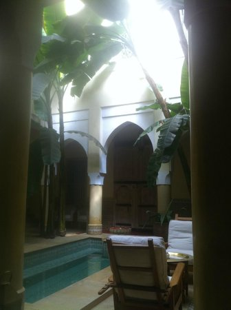 Riad Azoulay:                   patio central du riad