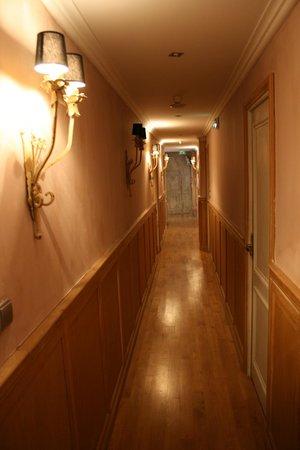 Hotel le Petit Trianon:                                     corridor
