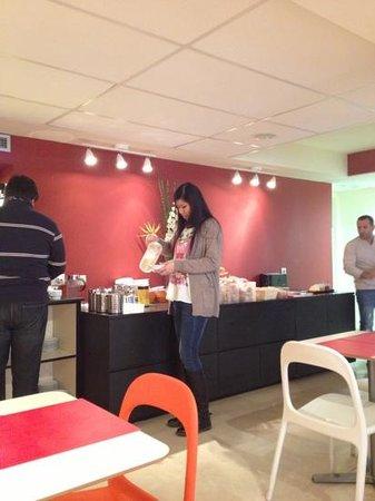 Residencia Erasmus Gracia :                   breakfast room