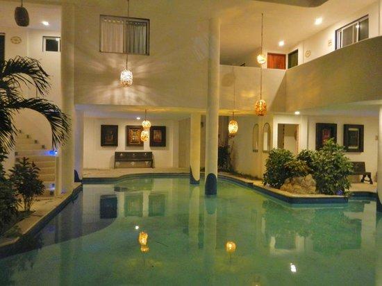 Koox Matan Ka'an Hotel:                   La alberca del Hotel, muy relajante.. después de nadar el mar..