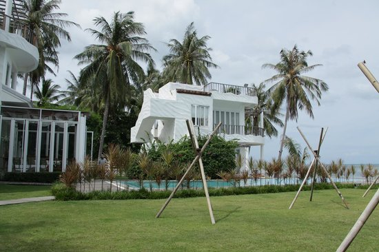 Villa Nalinnadda:                   One of the units at the waters edge
