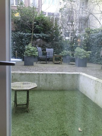 Nova Apartments Amsterdam:                   地下1階の部屋の庭