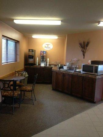 Super 8 St. Regis : Breakfast Area