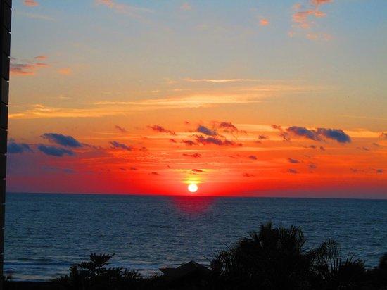 ذا ريتز - كارلتون نابولي:                   sunset view from our room                 
