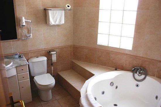 Hotel Dona Pilar : Baño