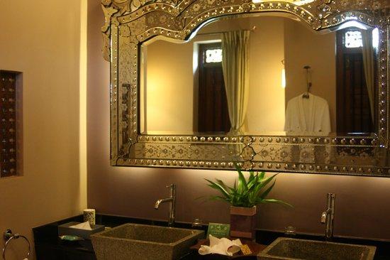 Reef Villa & Spa:                   Bathroom                 