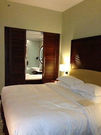 Sofitel Dubai Jumeirah Beach:                   Very cosy bed room!