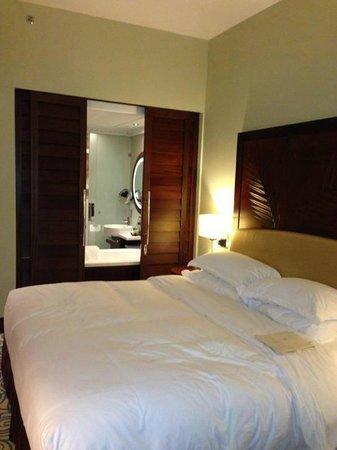 Sofitel Dubai Jumeirah Beach :                   Very cosy bed room!