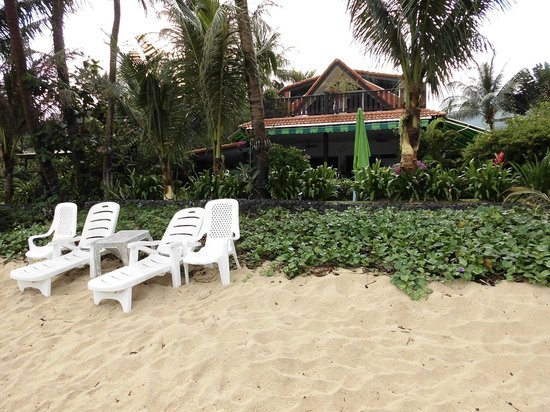 Laguna Villas:                   devant la maison sur la plage