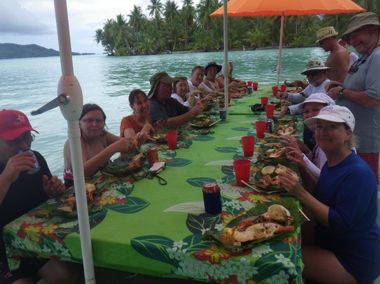 Maohi Nui :                                     Our group enjoying lunch during our tour.