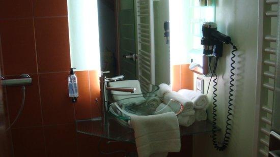 Hotel Residenz Hochalm:                   bathroom