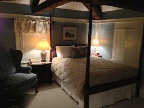 Harbor Light Inn :                   Comfortable bed