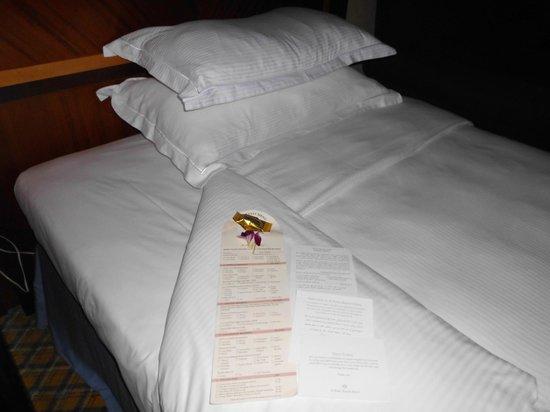 Al Raha Beach Hotel: Bett-Compliments