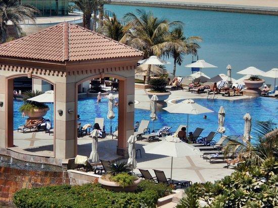 Al Raha Beach Hotel: Pool