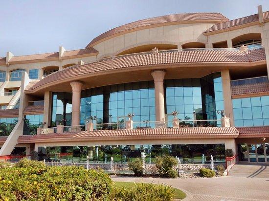 Al Raha Beach Hotel: Restaurant