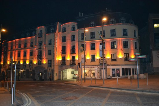 Bracken Court Hotel:                   façade