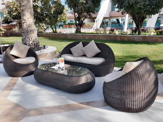 Al Raha Beach Hotel: Pool Lounge