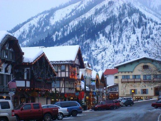 Leavenworth Village Inn:                   The town