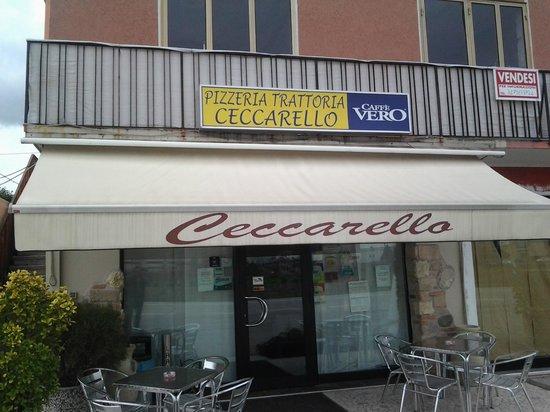 Trattoria Pizzeria Ceccarello: entrata della trattoria