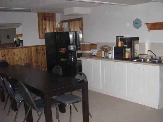 Parkway Motel:                   Breakfast room