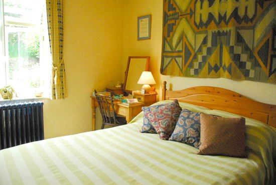 Woodlands Guest House: Another shot of our double room that looks out over fields.