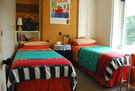 Woodlands Guest House: Our twin room with David Hockney prints