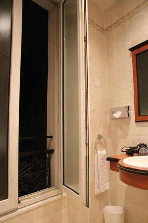 BEST WESTERN Empire Elysees:                   Bathroom