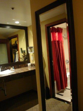 The Heathman Hotel:                                     Bathroom