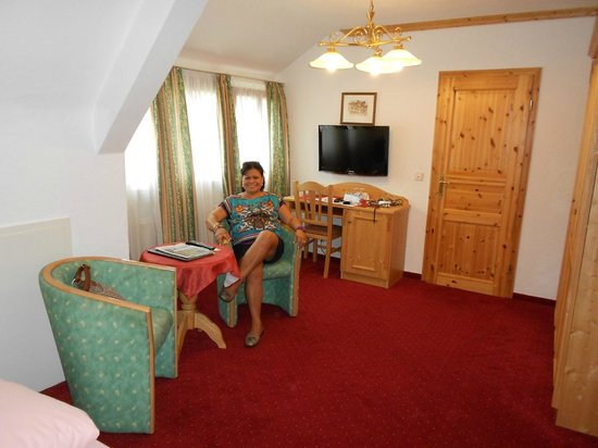 Hotel  Restaurant Weinstube Schapfle:                   Room view