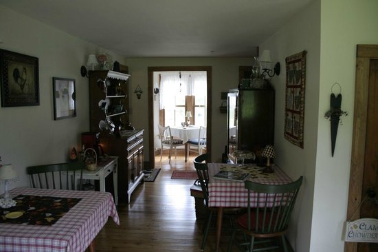 Chocolate Chip Bed and Breakfast: Breakfast Room and Breakfast Nook
