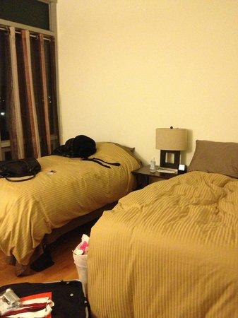 Prive:                   ちらかしてますが…快適な寝室