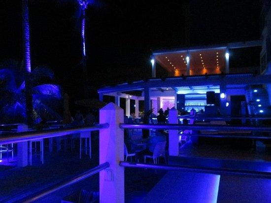 Atlantic Beach Hotel:                   Bar at night