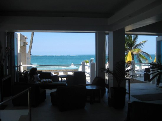 Atlantic Beach Hotel:                   Looking out from the lobby