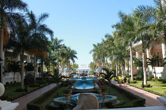 Hotel Riu Palace Pacifico:                   Grounds looking out of main lobby area