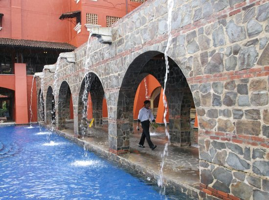 Los Suenos Marriott Ocean & Golf Resort : The waterfalls on the grounds