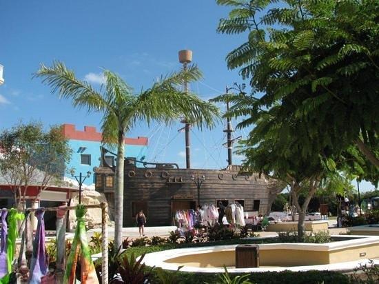 Melia Cayo Santa Maria:                   Market 2 min. walk from Melia , worth it !