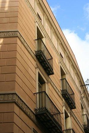 H10 Raco Del Pi:                   Front room balconies