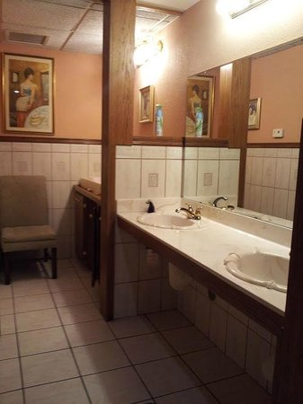 The Lodge Resort and Spa:                   public restroom