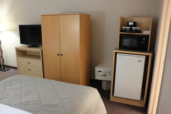 Clarion Suites Maingate:                   New LED TV, microwave oven, fridge, safe. Coffee maker inside bathroom.