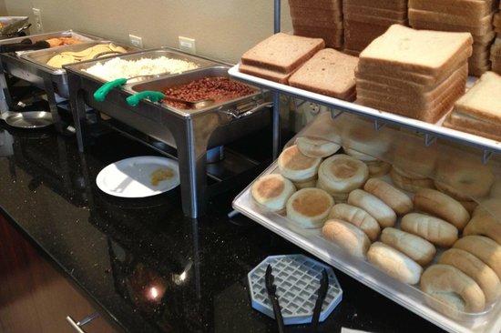 Clarion Suites Maingate:                   Breakfast
