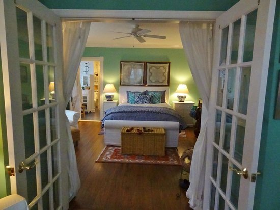 Asbury Park Inn:                   Looking from the sitting room to the bedroom