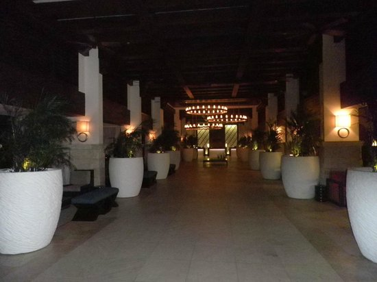 Hyatt Regency Aruba Resort and Casino:                   Hotel lobby (at night)