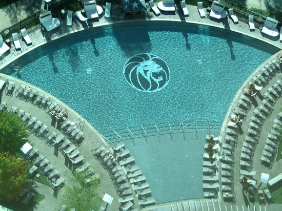 The Fox Tower at Foxwoods:                                     Fantastic pool