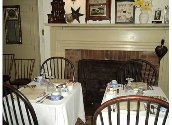 Burlington's Willis Graves Bed and Breakfast Inn:                   Dining room